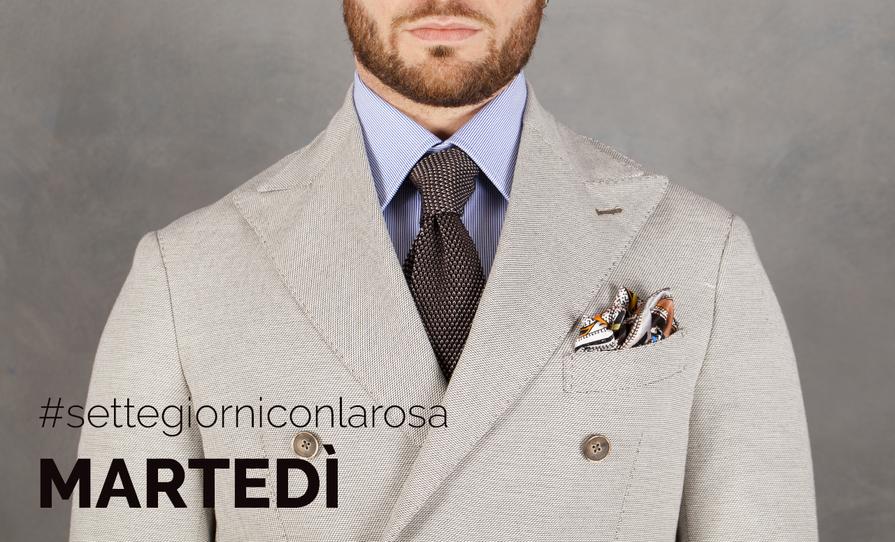 Camicia Piquet Millerighe Bluette 100% Cotone Prossimo E' una camicia dal taglio elegante, in sintonia con le esigenze di stile e di classe di chi la indossa. Da portare sia con abiti dai colori e rifiniture classiche, sia con capi dal taglio casual e dai colori più tenui.
